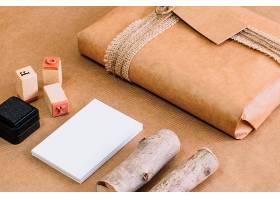 近在咫尺的特写木头和邮票_2092287