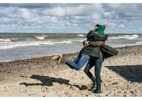 来自寒冷波罗的海的年轻夫妇_1537376