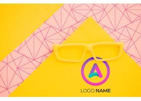 带有极简主义标志设计的黄色眼镜_6414964
