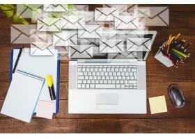 Workdesk与信封和笔记本电脑_926677