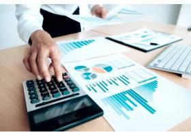 财务储蓄经济概念女会计或银行家使用计算_1211587
