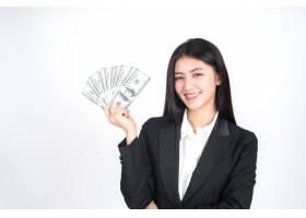 成功的美丽的亚裔企业少妇拿着金钱美元钞票_4550536