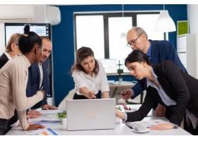 各种各样的商人会议头脑风暴共享创意策划_16094510