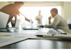 与拷贝空间的企业概念办公桌桌与笔焦点和_1238836