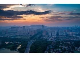 与都市摩天大楼的大城市地平线在日落背景_1283823