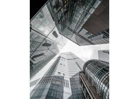触摸天空的现代商业大厦风景_8943434