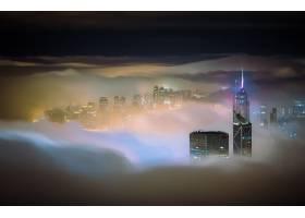 迷人在薄雾盖的摩天大楼的摩天大楼在晚上_16224741