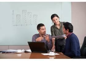 项目团队在业务分析上合作_5699139