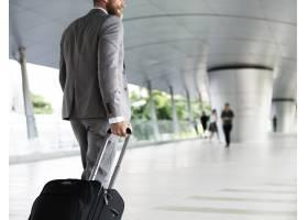 拿着行李的商人为商务旅行_2910909