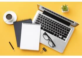 顶视图办公桌组成与记事本_10571393