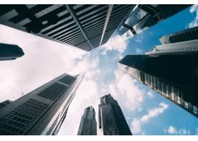 现代办公企业大厦摩天大楼低角度看法在市_8472985