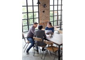 在咖啡馆桌上工作的企业队_1196251