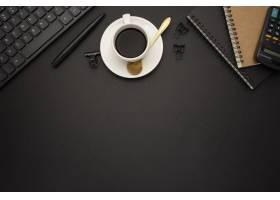 在黑背景的好商业书桌_10148361