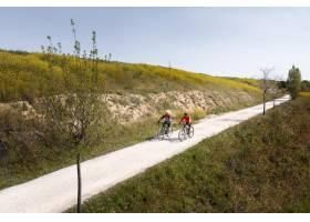 与人的运输概念自行车_13951926