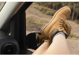 与女性旅客的浪漫自然概念_13605847