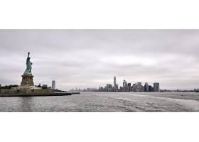 令人驚嘆的自由女神像的全景射擊在紐約市_11526535
