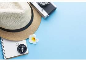 与帽子和照相机的旅行概念_14308121