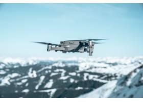 特寫鏡頭射擊了在用雪蓋的一個美麗的多山風_14376631