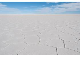 鹽的美好的射擊平的射擊在一個明亮的藍天下_13962928