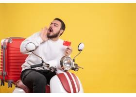 与年轻旅行的人的旅行概念坐有手提箱的摩托_14892082