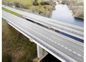 與橋梁鳥瞰圖的運輸概念_13951899