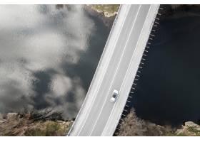与汽车的运输概念在桥梁_13951901