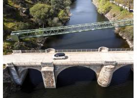 与汽车的运输概念在桥梁_13951954