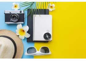 与物品和花的旅行概念_14308114