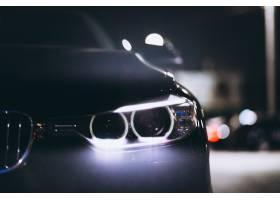 前面车灯在路上在路上_5852194