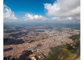 一個城市的鳥瞰圖在巴西從飛機窗口_16223951