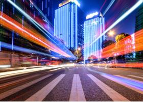 与城市夜晚的运动速度效果_1270323