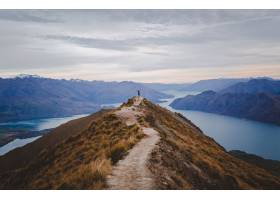 罗伊斯峰顶的全景在与低山的新西兰的在距离_13005896