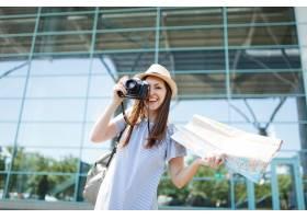 年輕快樂的旅行者旅游婦女在減速火箭的葡萄_15785902