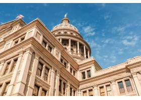 德克萨斯国会大厦大厦低角度射击在蓝色美丽_7903773
