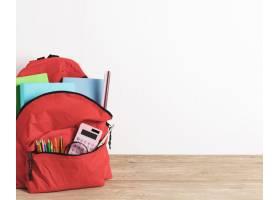 红色书包与基本用品_4924282