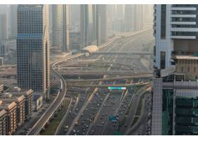 众多汽车顶视图在交通的在迪拜阿拉伯联合_10824373
