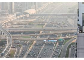 众多汽车顶视图在交通的在迪拜阿拉伯联合_10824377