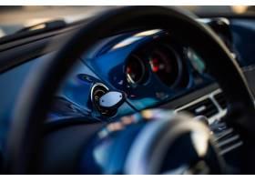 黑色汽车的方向轮和车速表_7101491