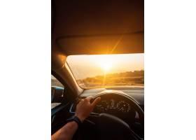 成功的道路  在路上旅行的司机_6440881