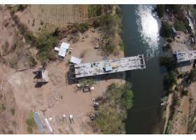 一座桥梁的建筑过程空中射击在河的_7678269