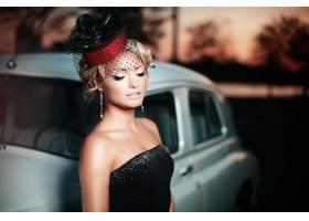与明亮的构成和卷曲发型的美丽的性感的时尚_6882617