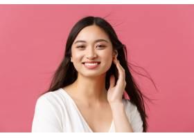 美容院护发和护肤品广告概念微笑作为风_17098729