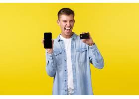 技术生活方式和广告概念显示信用卡和手_17121717
