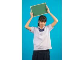 有拿着在蓝色的长的头发女孩的亚裔学生一个_5599911