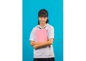 有拿着在蓝色的长的头发女孩的亚裔学生一本_5601685