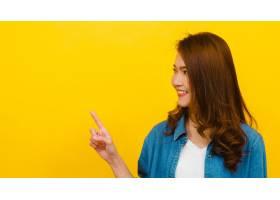 微笑与快乐的表示的年轻亚裔夫人画象与快乐_7685842