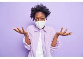 流感疫情和检疫时间无知犹豫的黑皮肤女人_16285744