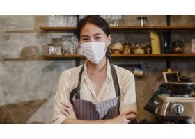 画象年轻亚裔女孩女服务员穿戴医疗面罩感觉_15116389