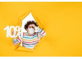 在拿着在黄色照片健康covid冠状病毒大流行_16387046