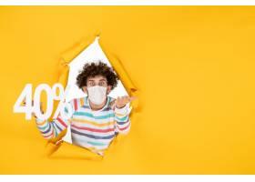 在拿着在黄色病毒大流行购物健康covid的面_16384783